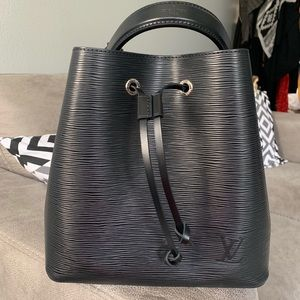 Louis Vuitton NeoNoe shoulder Tote Bag